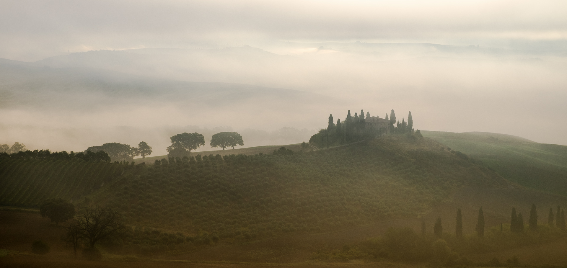 Joint 3rd - 18 points - Dawn Mist Behind the Belvedere Elizabeth Restall, ARPS