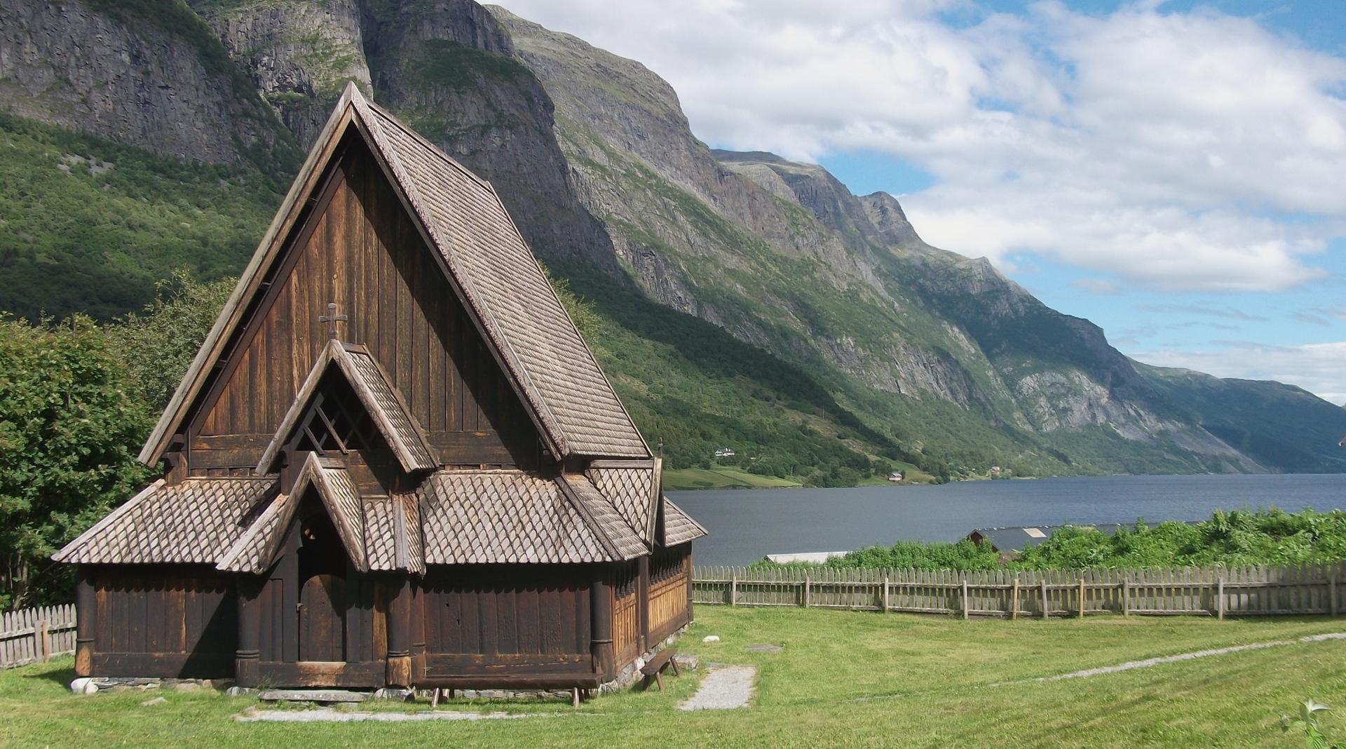 Div 2 - 14 Points -Stavekirke, Norway-Maureen Sandford